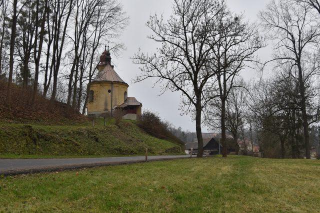 Kostel ve vesnici Chmelík