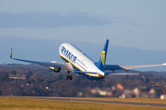 Boeing 737 společnosti Ryanair odlétá z londýnského letiště Luton | foto: Profimedia