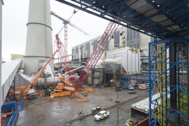 V Elektrárně Chvaletice na Pardubicku pokračovali 28. května 2020 v instalaci systému, který by měl významně snížit emise prachových částic