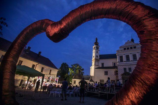 Festival Pernštejnlove zve diváky do kulis pardubického zámku