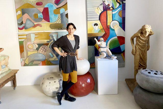 Tématem obrazů,  soch a plastik Kláry Klose jsou často mezilidské vztahy   foto: Šárka Rusnáková,  Český rozhlas,  Český rozhlas