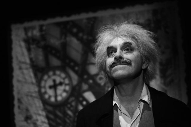 Miroslav Táborský v roli Alberta Einsteina