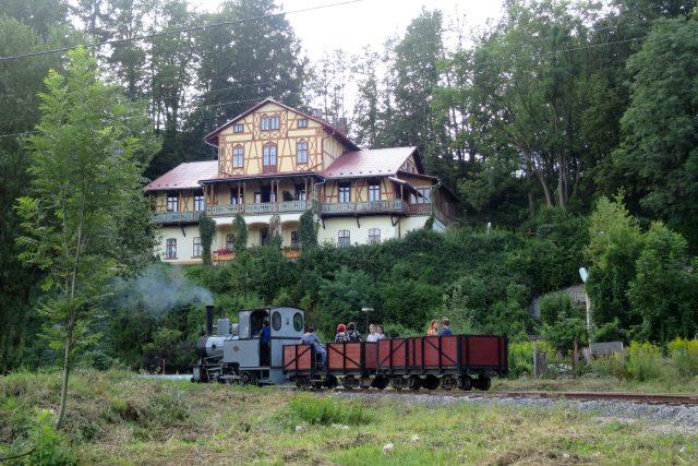 Parní lokomotiva na úseku dráhy před areálem Vonwillerovy továrny | foto: Tereza Brázdová,  Český rozhlas