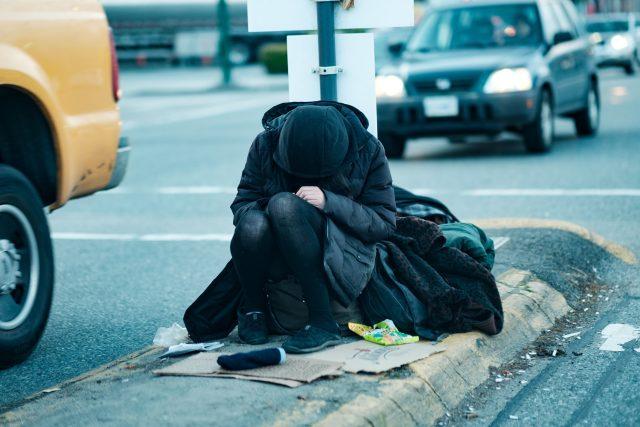 Žena bez domova  (ilustrační foto) | foto: jsnsndr,  Flickr,  CC BY 2.0