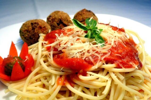 Těstoviny se šunkovými knedlíčky a rajčatovou omáčkou  (ilustrační foto) | foto: Fotobanka Pixabay