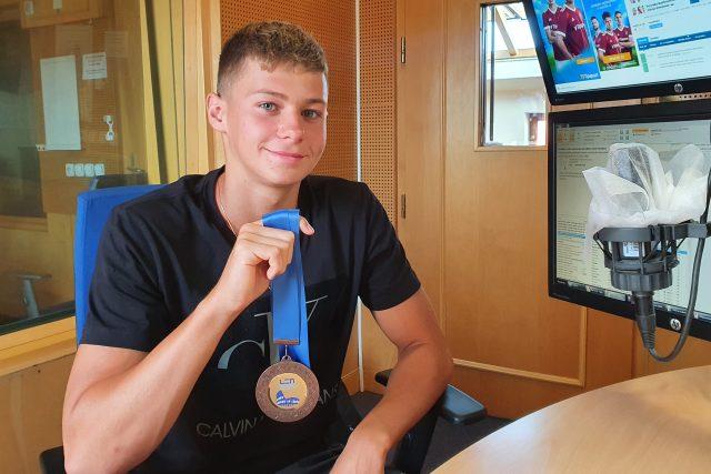 Daniel Gracík s bronzovou medailí z juniorského Mistrovství Evropy | foto: Ilona Sovová,  Český rozhlas