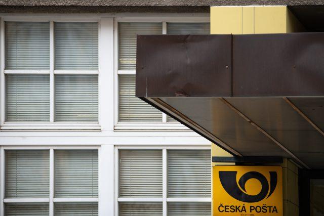 Vstup do budovy pošty na třídě Míru v Pardubicích   foto: Honza Ptáček,  Český rozhlas