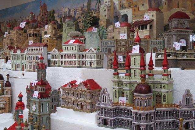 Svitavský betlém je typický budovami a barevností
