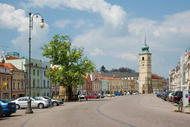 Smetanovo náměstí v Litomyšli s historickou radnicí z roku 1418