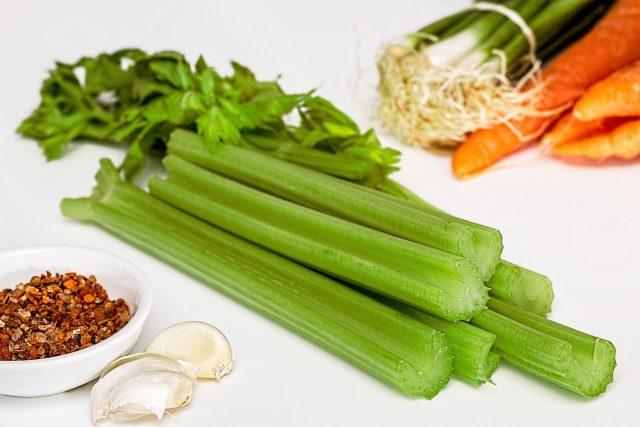Rozhodně by měli řapíkatý celer vyzkoušet všichni,  kteří hubnou do plavek  (ilustrační foto) | foto: Fotobanka Pixabay