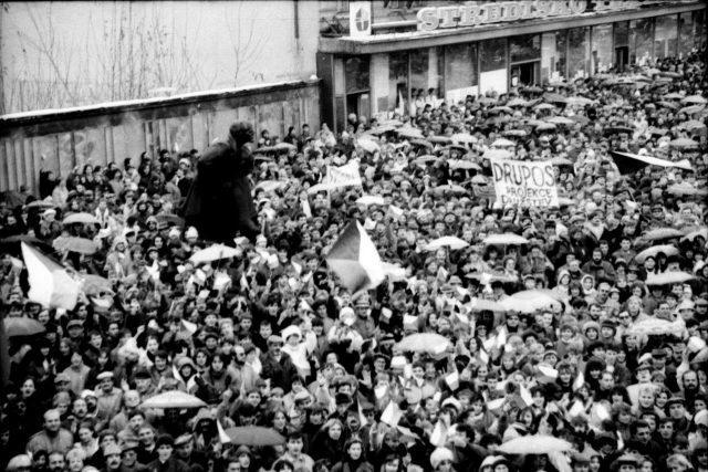 Generální stávka v Pardubicích 27.11.1989