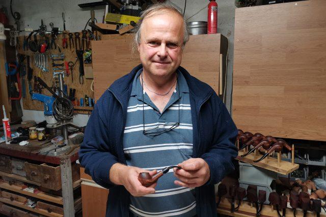 Stanislav Baťa navázal na rodinnou tradici výrobců dýmek, která začínala už v roce 1908