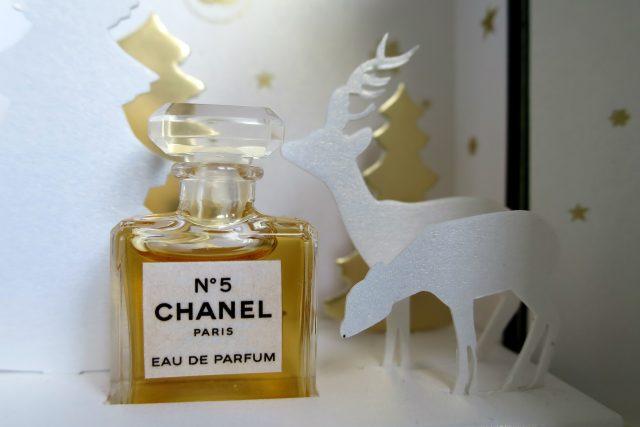 Vánoční edice parfému Chanel No 5 ve sbírce Magdaleny Papežové