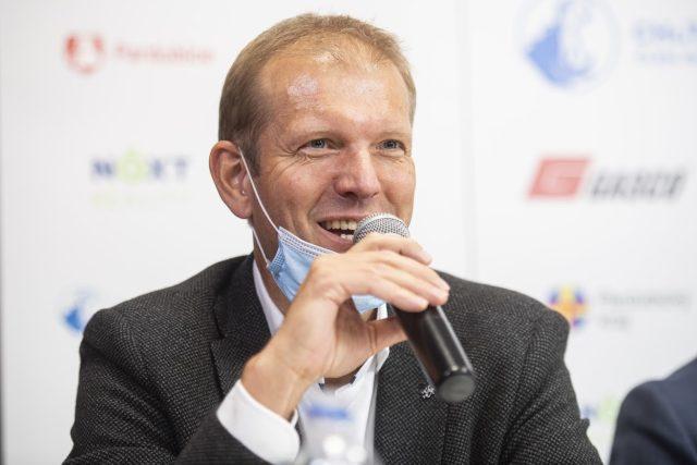 Sportovní ředitel pardubických hokejistů Dušan Salfický