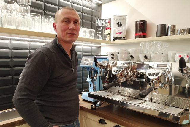 Radomil Novotný jako kavárník | foto: Šárka Kuchtová,  Český rozhlas