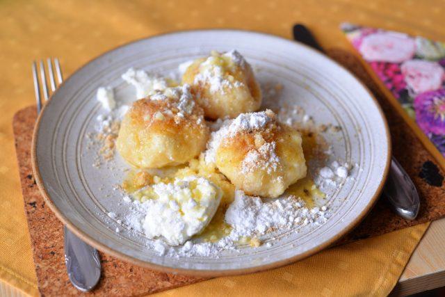 Ovocné knedlíky jsou úžasným jídlem. Těch variant! | foto: Martin Čuřík