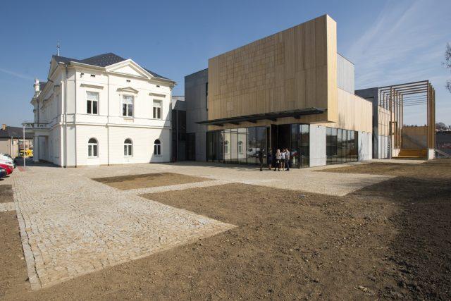 Multifunkční kulturní dům L'ART vznikl přístavbou k původní Langerově vile