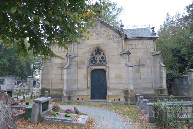 Hrobka rodiny Krausových, kde je pochovaný i baron Artur Kraus, známá postava pardubických dějin