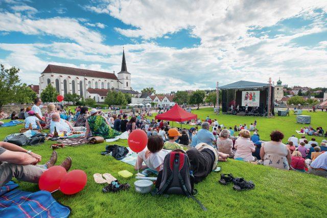 Doprovodný program Národního festivalu Smetanova Litomyšl probíhá v Klášterních zahradách | foto: František Renza