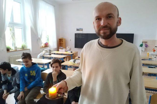 Daniel Vychodil s žáky 8. třídy waldorfské školy