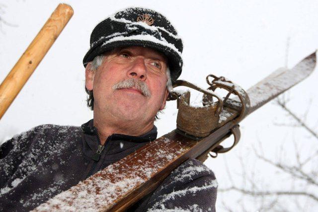 Aleš Suk má ve sbírce přes 1200 párů lyží | foto: Ota Bartovský, MAFRA / Profimedia