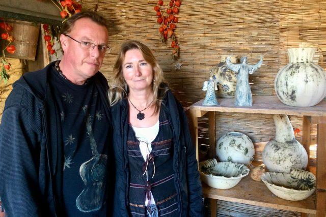 Umělecká keramička Alice Rybka Zumrová inspiruje k tvorbě i svého manžela Petra Rybku