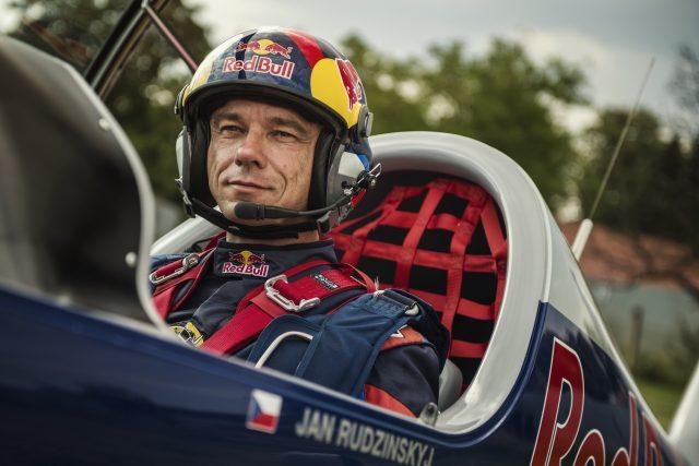 Jan Rudzinskyj, akrobatický pilot, člen Flying Bulls Aerobatics Team