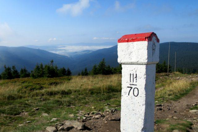 Cesta k vrcholu Králického Sněžníku směrem od polské chaty Schronisko