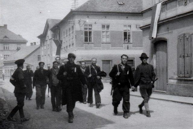 Hajný Jan Kubín s partyzány v květnu 1945 | foto: Archiv Africké muzeum Dr. Emila Holuba
