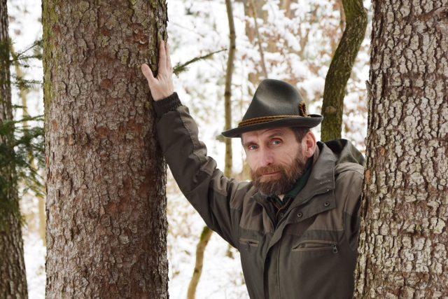 Lesník Pavel starý v lese ve Srubech nedaleko Chocně | foto: Pavel J. Sršeň