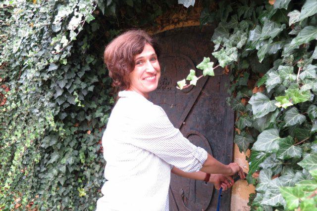 Muzejnice Soňa Krátká nás vede do archeologického depozitáře Regionálního muzea Vysoké Mýto