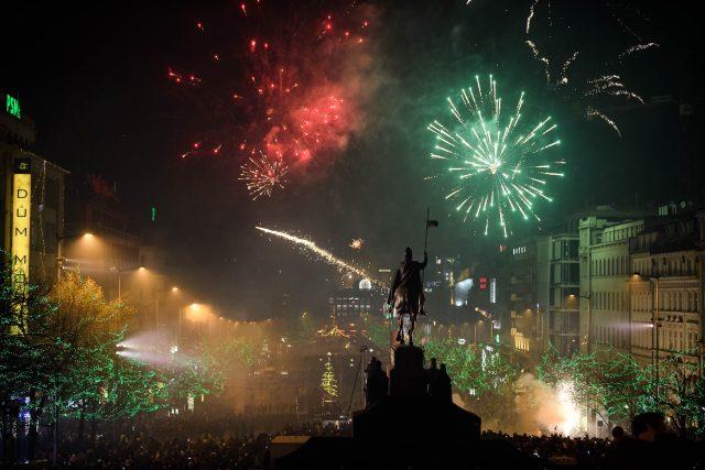 Ohňostroje na Václavském náměstí.