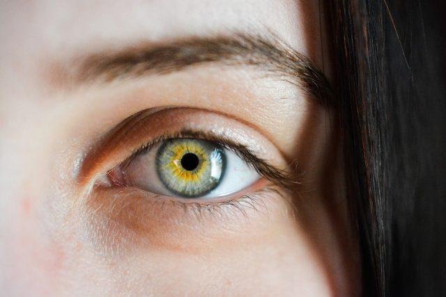 Oko,  oči,  zrak  (ilustrační foto)   foto: SofieZborilova,  Pixabay,  CC0 1.0