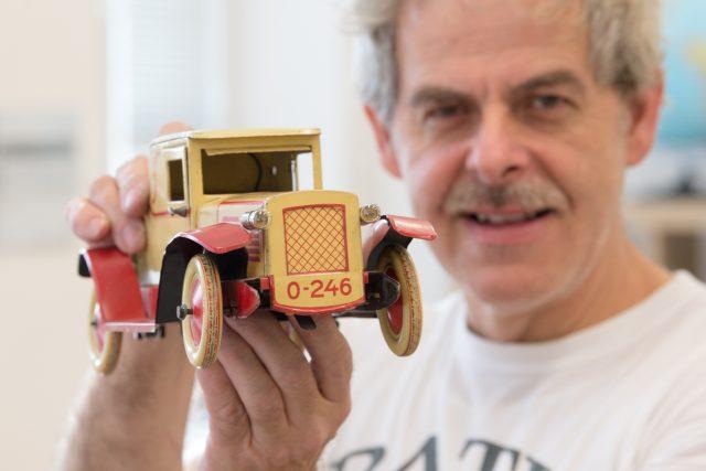 Zrestaurovaný model auta na klíček od firmy Husch