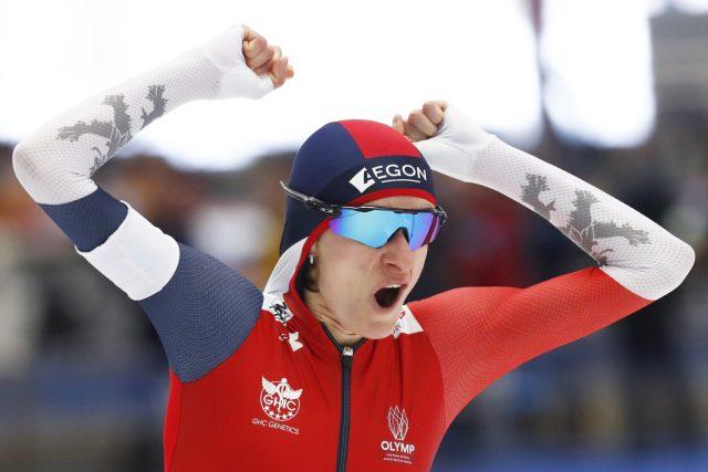 Martina Sáblíková se raduje po vítězství na pětikilometrové trati