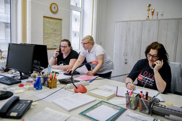 Protiepidemické oddělení Krajské hygienické stanice Jihomoravského kraje v březnu 2020,  kde pracovníci vyřizovali dotazy ke koronaviru.   foto: Profimedia