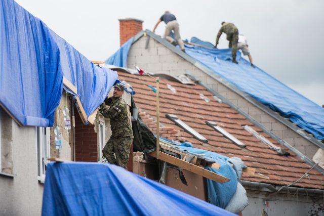 Poškození tornádem je v Česku velmi nepravděpodobné. Ukázalo se ale,  že rozhodně není vyloučené | foto: René Volfík,  iROZHLAS.cz